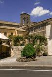Calle de la ciudad de vacaciones italiana Bolsena imagen de archivo