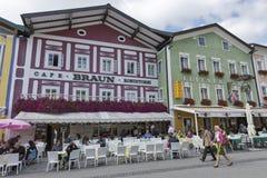 Calle de la ciudad del centro de Mondsee en Austria Imagen de archivo libre de regalías
