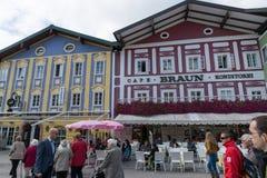 Calle de la ciudad del centro de Mondsee en Austria Fotografía de archivo