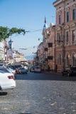 Calle de la ciudad vieja, Chernivtsi, Ucrania Fotos de archivo libres de regalías