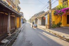Calle de la ciudad vieja de Hoi An Foto de archivo libre de regalías
