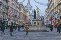 Calle de la columna y de Graben de la trinidad santa en la ciudad vieja de Viena Fotografía de archivo