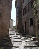 Calle de la escalera en Provence imagen de archivo libre de regalías