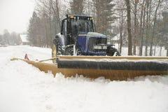 Calle de la limpieza del arado de nieve imagenes de archivo