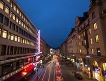 Calle de la noche en Estocolmo suecia 05 11 2015 Foto de archivo libre de regalías