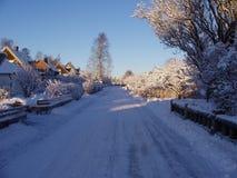 Calle de la pequeña ciudad del invierno Fotografía de archivo