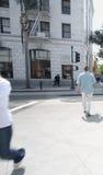 Calle de la travesía de la gente Fotos de archivo libres de regalías