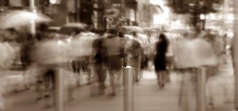 Calle de la travesía de la muchedumbre Imagenes de archivo