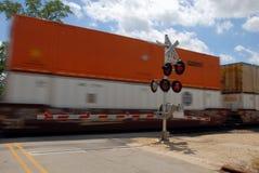 Calle de la travesía del tren de carga Imagen de archivo libre de regalías