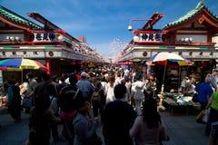 Calle de las compras del dori de Nakamise Fotos de archivo libres de regalías