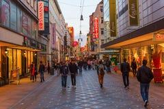 Calle de las compras en el centro de ciudad de Dortmund, Alemania Foto de archivo