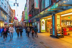 Calle de las compras en el centro de ciudad de Dortmund, Alemania Fotografía de archivo libre de regalías