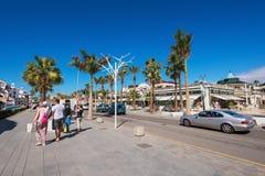 Calle de las compras en Las Américas el 23 de febrero de 2016 en Adeje, Tenerife, España Imágenes de archivo libres de regalías