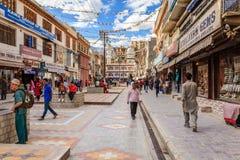 Calle de las compras en Leh, la India Fotos de archivo libres de regalías