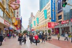 Calle de las compras de Shangai de la gente, China Fotos de archivo