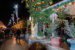 Calle de las decoraciones del día de fiesta para la Navidad en colonia alemana en Hai Imágenes de archivo libres de regalías