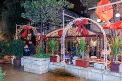 Calle de las decoraciones del día de fiesta para la Navidad en colonia alemana en Hai Fotos de archivo