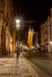 Calle de Lesser Town, Praga, exposición larga de la noche imagen de archivo libre de regalías