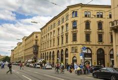 Calle de Maximiliano en Munich, Baviera, Alemania Fotografía de archivo libre de regalías