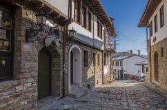 Calle de Medieveal en Veliko Tarnovo Fotografía de archivo libre de regalías