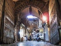 Calle de mercado del souk del bazar en la ciudad vieja Siria de Alepo Fotos de archivo