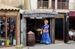 Calle de mercado en la ciudad corsa Bonifacio Imagen de archivo