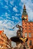 Calle de mercado larga con ayuntamiento, Gdansk, Polonia Foto de archivo