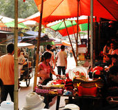 Calle de mercado ocupada en X'ian China Foto de archivo