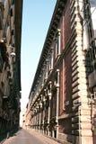 Calle de Milano. Edificio antiguo Imagen de archivo libre de regalías