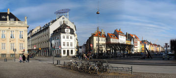 Calle de Nyhavn y cuadrado de Kongens Nytorv imagenes de archivo