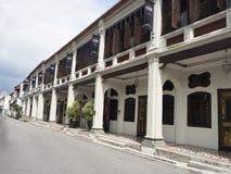 Calle de Penang con los shophouses restaurados Fotos de archivo