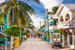 Calle de Playa Asuncion en la isla del calafate de Caye, Belice foto de archivo libre de regalías