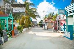 Calle de Playa Asuncion en la isla del calafate de Caye, Belice fotografía de archivo libre de regalías