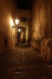 Calle de Praga por noche imagen de archivo