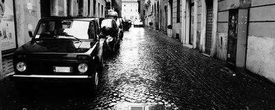 Calle de Roma en un día lluvioso Imagen de archivo libre de regalías