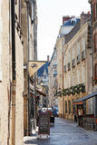 Calle de Rue de la Juiverie en Nantes, Francia Foto de archivo libre de regalías