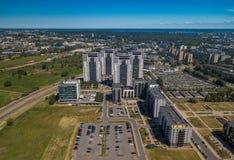 Calle de Skanstes, Riga, Letonia Altos edificios residenciales Fotos de archivo libres de regalías