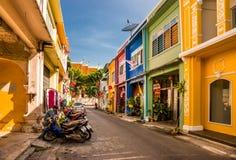 Calle de Soi Rommanee en la ciudad vieja de Phuket Fotos de archivo
