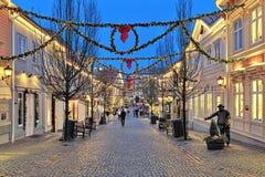 Calle de Storgatan en el parque de Liseberg con la decoración de la Navidad Fotos de archivo libres de regalías