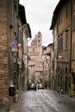 Calle de Urbino vieja, Italia en Dull Day Imágenes de archivo libres de regalías