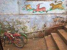 Calle de Varanasi Fotos de archivo libres de regalías