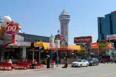 Calle del centro en Niagara Falls Canadá Fotografía de archivo libre de regalías