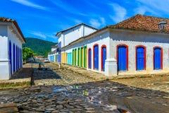 Calle del centro histórico en Paraty, Rio de Janeiro, el Brasil imagen de archivo