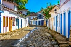 Calle del centro histórico en Paraty, Rio de Janeiro, el Brasil fotografía de archivo