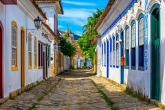 Calle del centro histórico en Paraty, Rio de Janeiro, el Brasil imágenes de archivo libres de regalías
