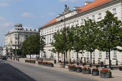 Calle del hotel Bristol y de Krakowskie Przedmiescie, Varsovia imagen de archivo libre de regalías