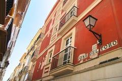 Calle delaVeronica, typisk färgglad gata i Cadiz, Andalusi Royaltyfria Foton