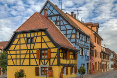 Calle en Bergheim, Alsacia, Francia Imagenes de archivo