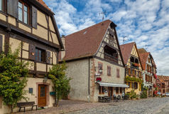 Calle en Bergheim, Alsacia, Francia Foto de archivo