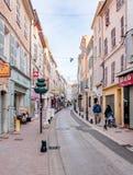 Calle en Brignoles, una ciudad de Provencal en Francia foto de archivo libre de regalías